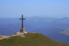 Cruz de la montaña Foto de archivo libre de regalías