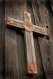 Cruz de madeira cinzelada Imagem de Stock