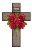 Cruz de madera con las rosas Fotografía de archivo libre de regalías