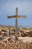 Cruz de madera en costa Fotografía de archivo libre de regalías
