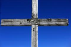 Cruz de madera resistida Imágenes de archivo libres de regalías