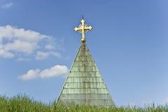 Cruz de oro en iglesia Fotografía de archivo