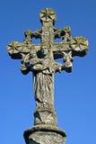 Cruz de pedra antiga com Virgem Maria e criança Foto de Stock Royalty Free