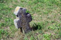 Cruz de pedra velha Fotos de Stock