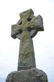Cruz de piedra de la tumba Imágenes de archivo libres de regalías