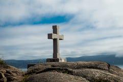 Cruz de piedra en el cabo Finisterre Fotos de archivo