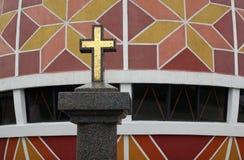Cruz del dorado del granito Imagen de archivo libre de regalías