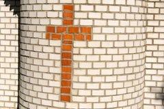 Cruz del ladrillo rojo Imagenes de archivo