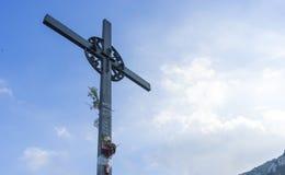 Cruz do Jesus Cristo Páscoa, conceito da ressurreição Ferro cristão fotografia de stock royalty free