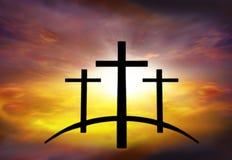 Cruz do ` s do deus Luz no céu escuro Fundo da religião imagens de stock