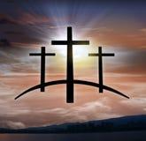 Cruz do ` s do deus Luz no céu escuro Fundo da religião imagem de stock royalty free