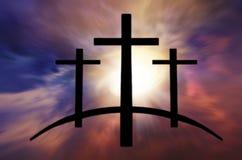Cruz do ` s do deus Luz no céu escuro Fundo da religião fotos de stock royalty free