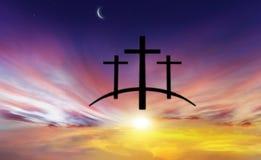 Cruz do ` s do deus Luz no céu escuro Fundo da religião imagem de stock