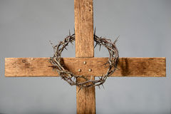 Cruz e coroa de espinhos Foto de Stock Royalty Free