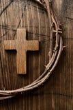 Cruz e coroa de espinhos de Jesus Christ fotografia de stock royalty free