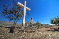 Cruz e iglesia Imagen de archivo libre de regalías