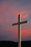 Cruz e por do sol de madeira Imagem de Stock