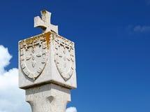 Cruz e protetor de pedra Fotografia de Stock Royalty Free