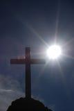 Cruz e sol Fotografia de Stock Royalty Free