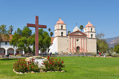 Cruz em Santa Barbara Mission Foto de Stock Royalty Free