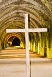 Cruz en abadía Fotografía de archivo libre de regalías