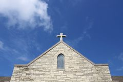 Cruz en aguja de la iglesia de viejo Christian Stone Temple Foto de archivo libre de regalías
