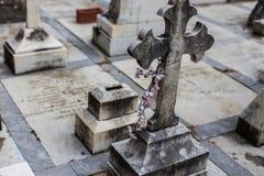 Cruz en cementerio Imagenes de archivo