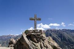 Cruz en el barranco de Colca Imagenes de archivo