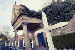 Cruz en el cementerio Fotos de archivo