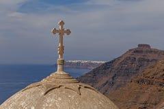 Cruz en la bóveda de la iglesia en Fira Foto de archivo libre de regalías