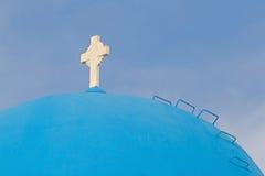Cruz en la bóveda de la iglesia en Oia Fotos de archivo libres de regalías