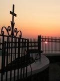Cruz en la puesta del sol Imagen de archivo libre de regalías