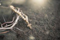 Cruz en la suciedad Imagen de archivo libre de regalías