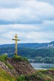Cruz en la tapa del `s de la carretilla de Tsar, Samara Foto de archivo