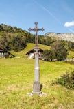 Cruz en las montañas francesas Foto de archivo