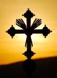 Cruz en puesta del sol fotografía de archivo libre de regalías