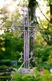 Cruz en un cementerio Fotografía de archivo