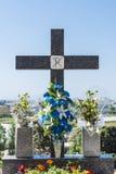 Cruz en un cementerio Imágenes de archivo libres de regalías