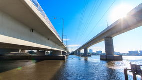 Cruz gêmea da ponte o rio em Tailândia vídeos de arquivo