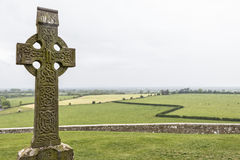 Cruz gaélica - roca de Cashel, Irlanda Foto de archivo libre de regalías