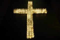 Cruz hecha con las velas Imágenes de archivo libres de regalías