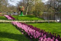 Cruz hecha de las flores del jardín Imagenes de archivo
