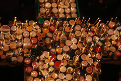 Cruz impetuosa com os frascos do mel Fotos de Stock Royalty Free