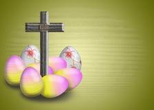 Cruz INRI y huevo de Pascua Imagen de archivo