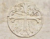 Cruz medieval com as folhas em Veneza foto de stock royalty free