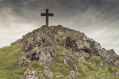 A cruz na ilha de Llanddwyn em Anglesey fotografia de stock