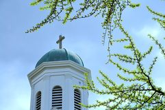 Cruz na parte superior da igreja velha Imagens de Stock Royalty Free