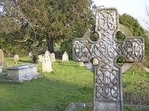 Cruz no cemitério fotografia de stock