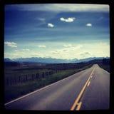Cruz recta a las montañas rocosas Imagen de archivo libre de regalías