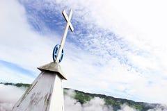 Cruz velha da igreja de Khyoubumai fotos de stock royalty free